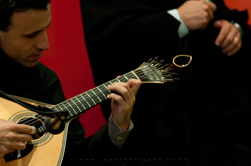 El fado es Portugal, el sonido de la guitarra portuguesa que nos habla de saudade. Foto de Joa Rodrigues.