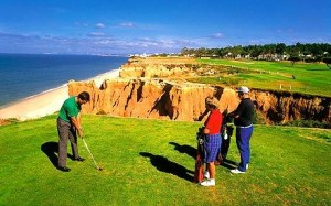El Golf es un deporte que se puede practicar en Portugal y el cual ofrece un gran contacto con la naturaleza