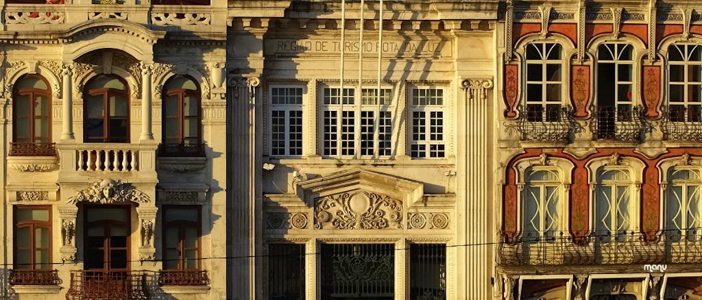 La omnipresencia de edificios modernistas en Aveiro es un regalo para la vista. © teixeira manu.