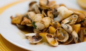 """""""Porco à Alentejana"""", plato típico de Portugal (Foto Flickr de SaborIntenso.com)"""