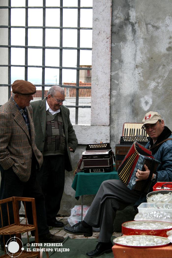 Feira da Ladra - Mercado de las Pulgas de Lisboa