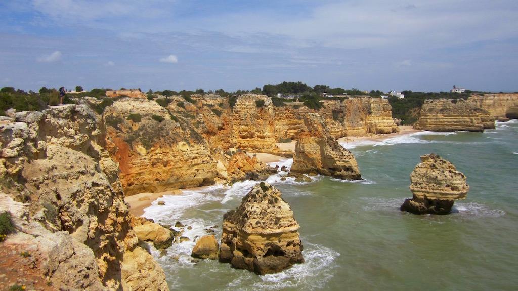 Magnífica ruta de senderismo desde Benagil, Algarve: Curso dos sete vales suspensos. Una maravilla geológica. © María Calvo.