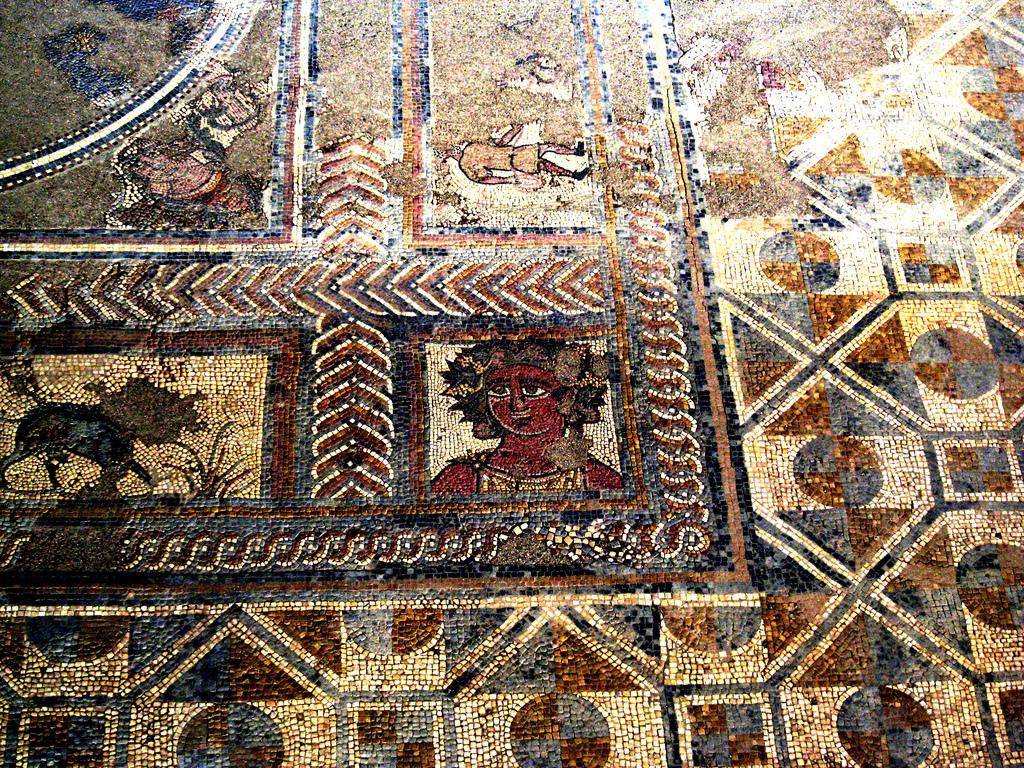 Magnífico mosaico en las ruinas de Conímbriga en Coimbra. Foto de reachjo.